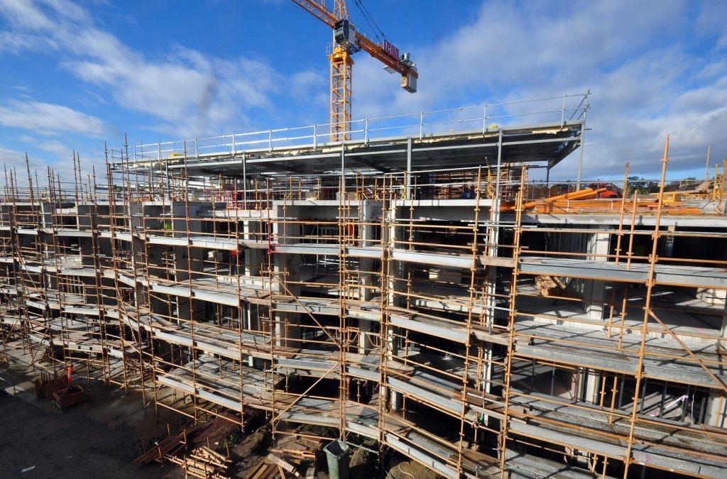 Construção imobiliária registra primeira alta no ano